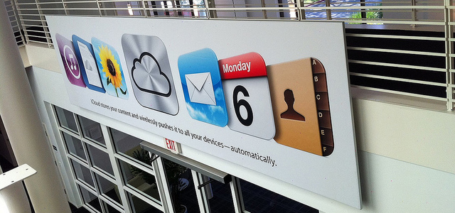 Apple, iOS5, Mac OS X and iCloud