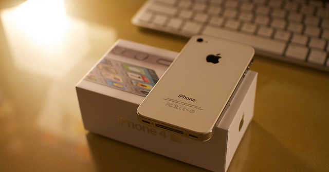 White iPhone 4S model box