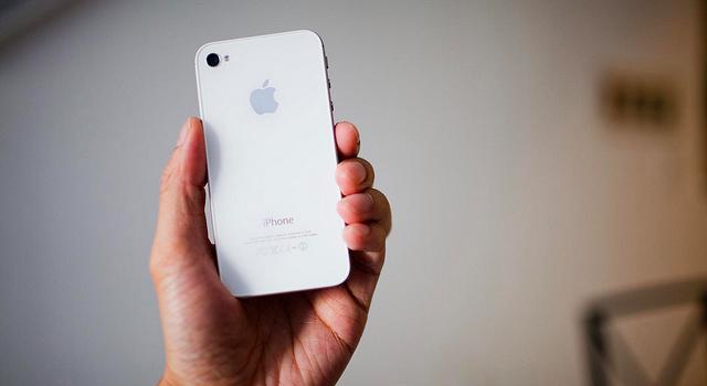 Apple iPhone 4S white model