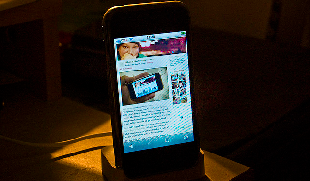Featured Image - Apple iphone Mobile Safari browsing web Accessible Mobile Content
