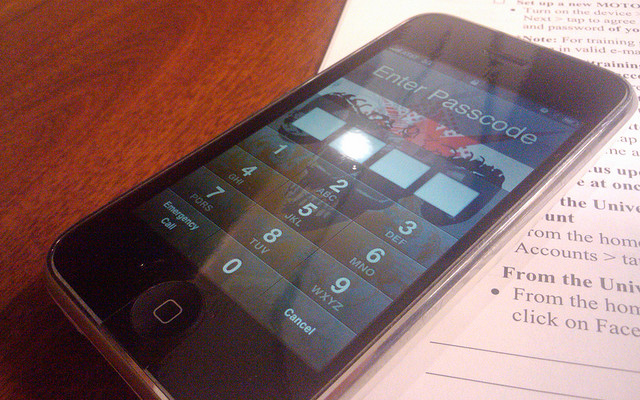 iPhone 3GS lock screen password enter keys
