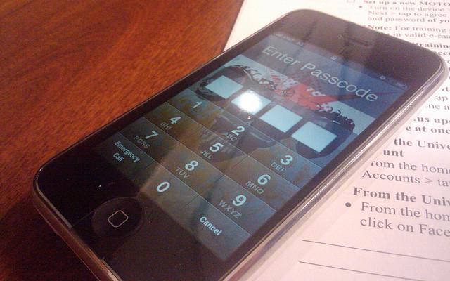 iPhone 3GS lock screen password enter keys