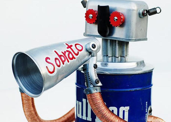 45 Amazing Retro Robots Built with Everyday Trash