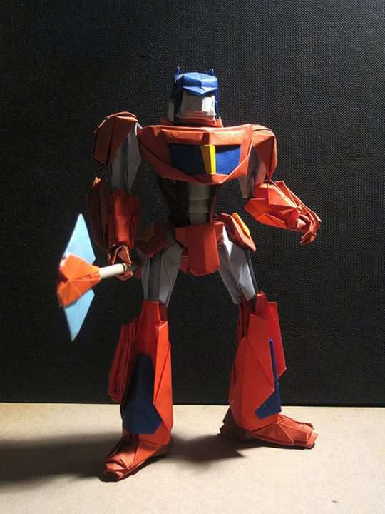papercraft inspiration example Optimus Prime_3