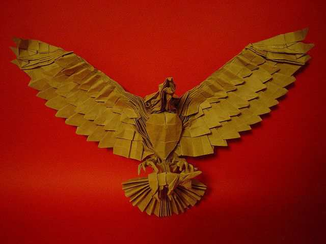 papercraft inspiration example Aguila cazando (Hunting eagle)