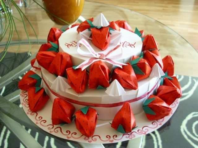 papercraft inspiration example Origami strawberry cake