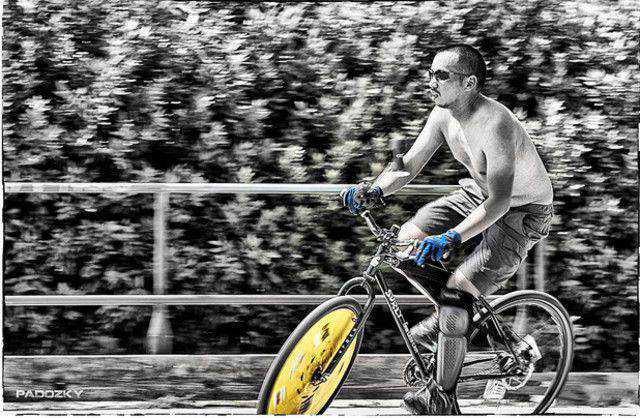 black and white photograph and adding partial color effects Romabikepolo