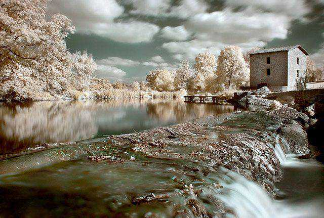 infrared photography Moulin de la Roche