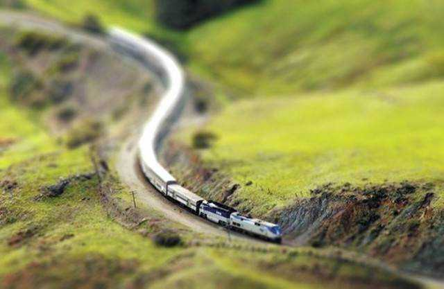 tilt-shift photography miniature Tilt shift train
