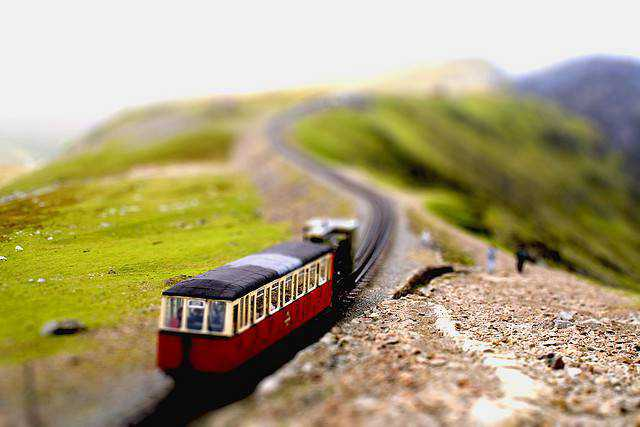 tilt-shift photography miniature Snowdon railway