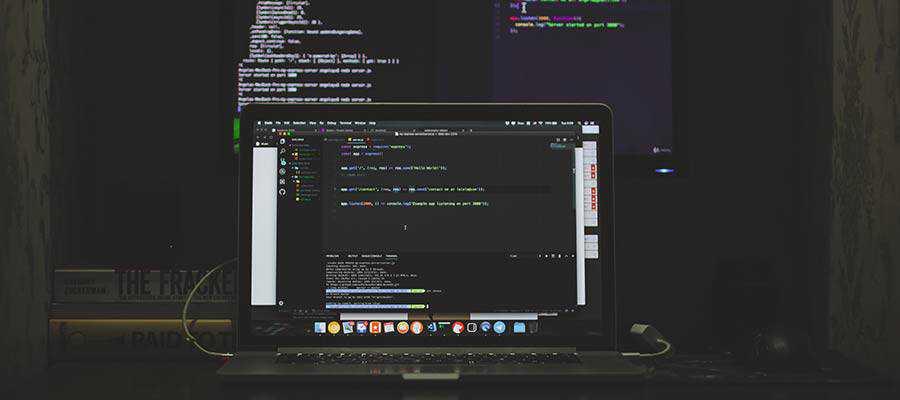 Écrans affichant le code du site Web.