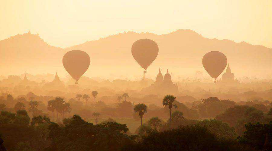 Air Balloon Over Desert Town desktop wallpaper hd 4k high-resolution