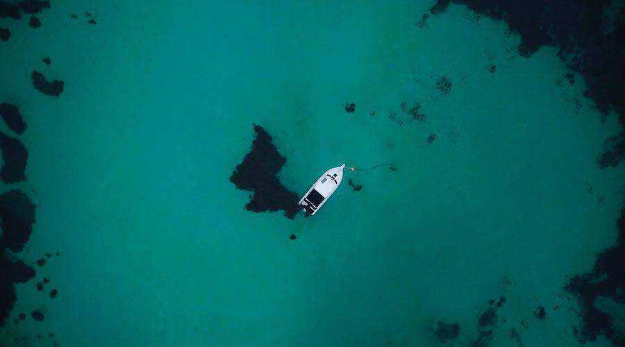 Overhead Photo of Boat & Clear Water desktop wallpaper hd 4k high-resolution