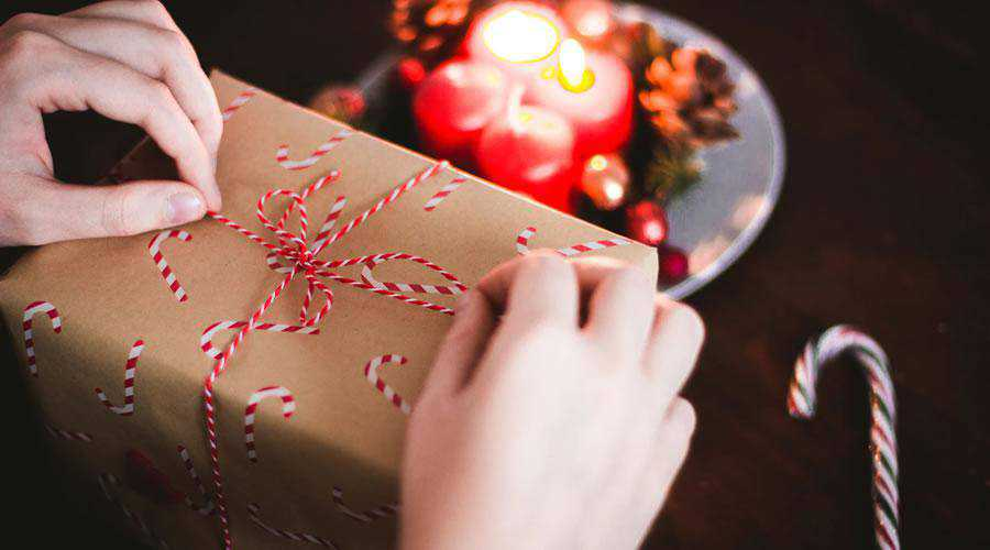 Wrapping a Gift Present christmas hd wallpaper desktop high-resolution background