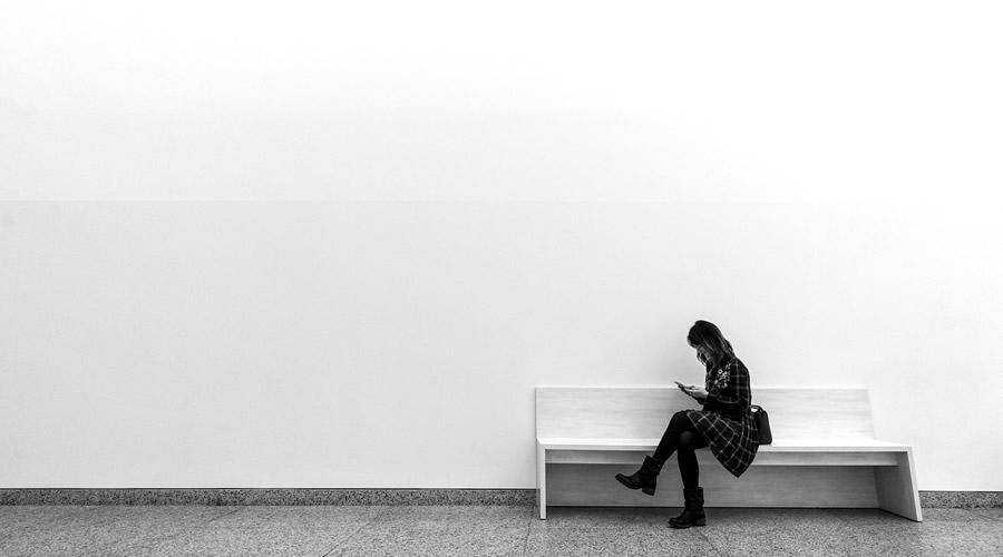 Women Sitting on Bench minimal minimalistic desktop wallpaper hd 4k high-resolution