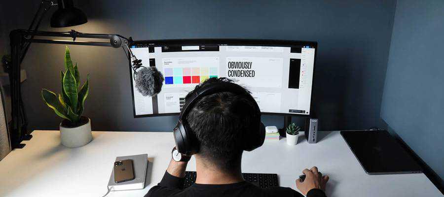 freelance designer-working desktop computer